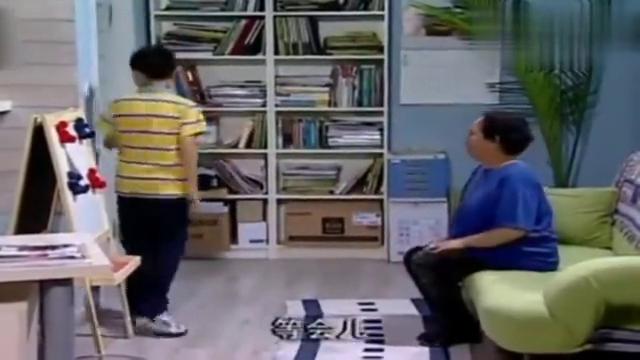 家有儿女:刘星教姥姥学英语,姥姥一念单词,星老师奔溃了!