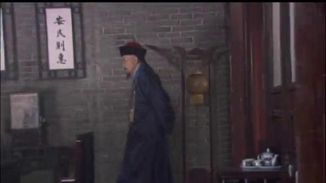 冯师爷逃跑,潘大人下令捉拿,家奴路上遇见康半仙!