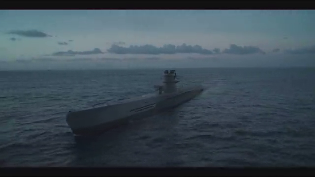 士兵在船上玩扑克,小伙把家当都输了,还不服气