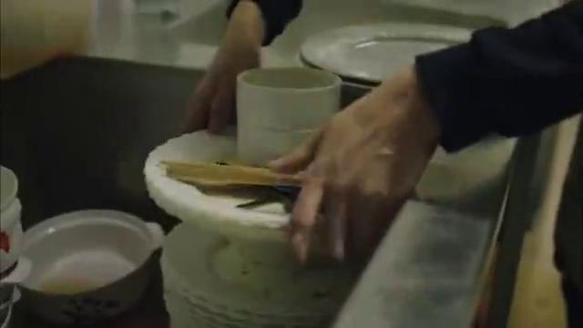 堂堂银行行长竟沦落成洗碗工,所以说切莫犯罪!