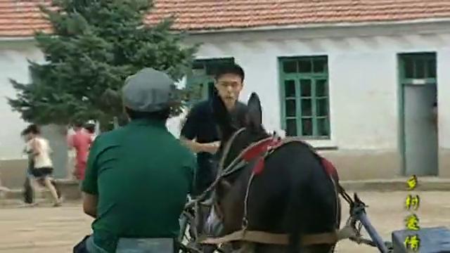 乡村爱情:谢广坤赶着驴车就进了学校大门,校长老丈人就是不一样