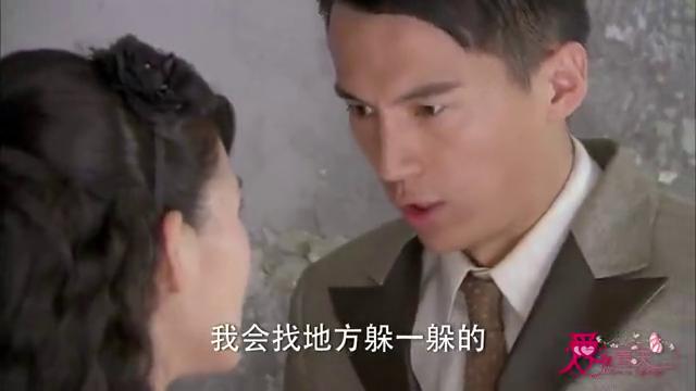 热剧:莲西裹着浴袍在大厅,谁知突然闯进个男人