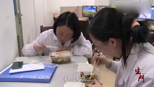 产科医生日常,工作强度大,医生说自己吃饭像灌香肠一样