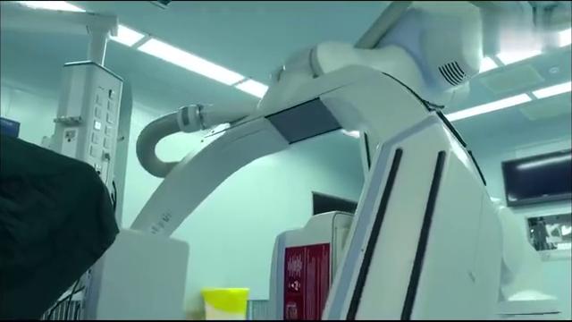 产科医生:手术需要何晶救场,她却被停职了,院长:叫来做主刀!