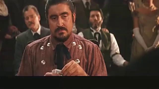 大汉拿到同花顺压全部财产,绅士不看底牌直接跟注,结果不可思议