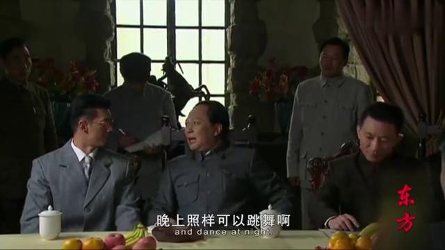 东方:毛主席来到杭州西湖,怀念鲁迅先生的诗句,要为人民服务