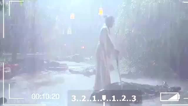 花絮:杨幂淋着大雨拍哭戏,入戏太深走不出悲伤,拍完喘不上气