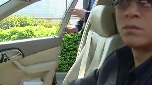 好剧:小平同志得知公安部长去世,亲自去机场迎接他的遗体回国!