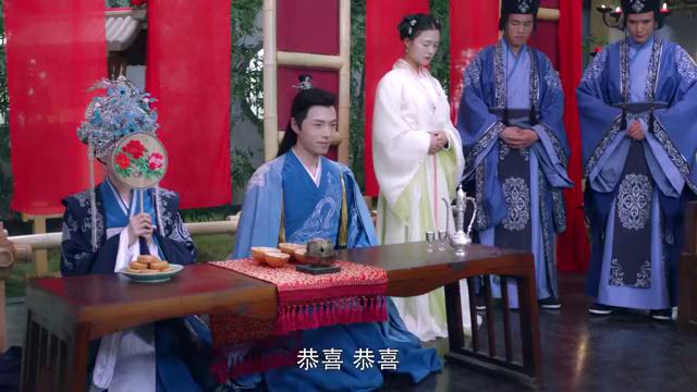 兄弟俩同日成婚,公主靛蓝嫁衣尊贵无比,不料女主纯白嫁衣更惊艳