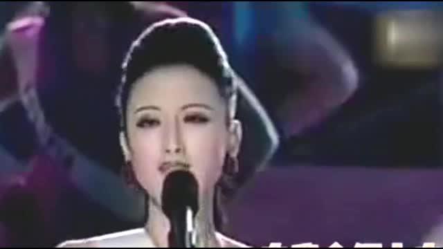 张萌参加环球小姐选秀,英文表达信心满屏飞,穿比基尼走秀超性感