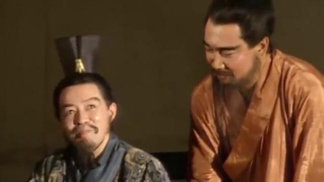 三国演义:曹操和许攸促膝长谈,曹操谎称还有粮草,许攸却笑了