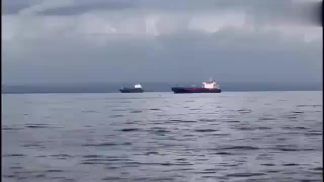 索马里海盗选错了船,被火力覆盖 凉凉