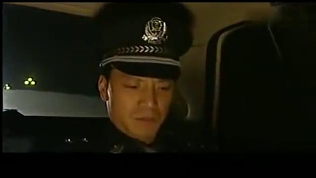 绝不放过你:小警察打败了队长,整个人更嚣张了,真是年轻气盛啊