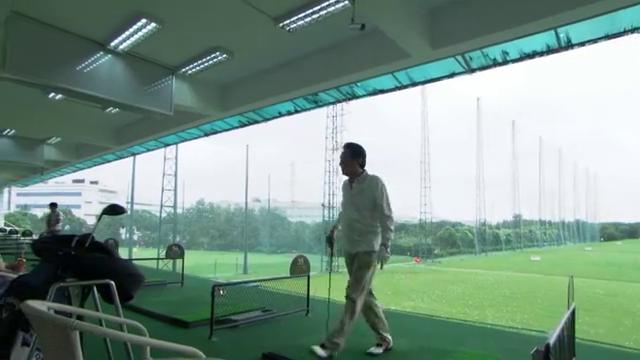 宝莲陪叔叔打高尔夫球,意外偶遇品如,下秒精彩了