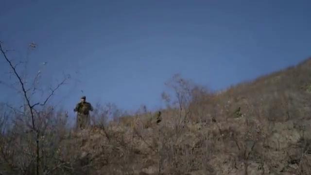 炮神:长官碰上鬼子装甲车队想撤退,新兵不听偏要开炮,立了首功