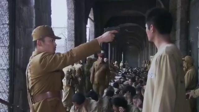 冲出月亮岛:刘墨扬找典狱长理论,却遭毒打,还被关进行刑室