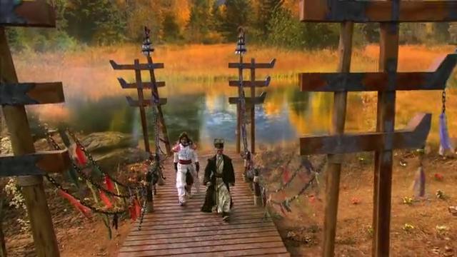 几方人马开始了抢夺宝剑的混战,接着便见到仙侠剑从水下缓缓升起