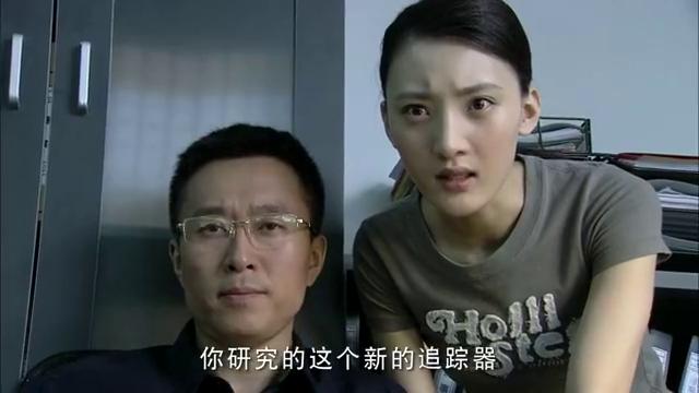 中国刑警:女毒枭严密防范,卧底用一颗口香糖,成功给刑警报信