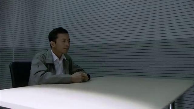中国刑警:嫌疑犯急忙逃跑,想先上车后买票,不想警察已经来了