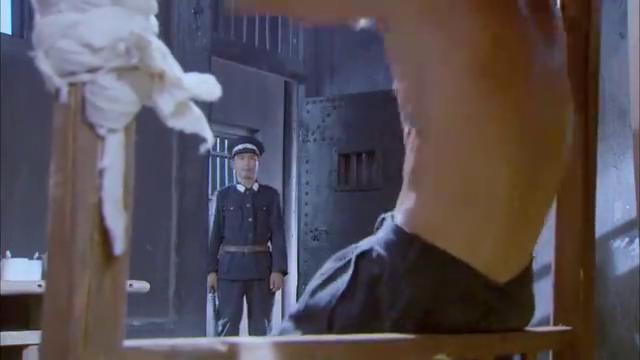 东江英雄刘黑仔:黑仔终于出狱了,都来迎接黑仔,场面很温馨