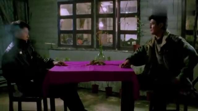 电影龙腾四海,杀手黎明奉命去杀邓光荣,结果没下去手