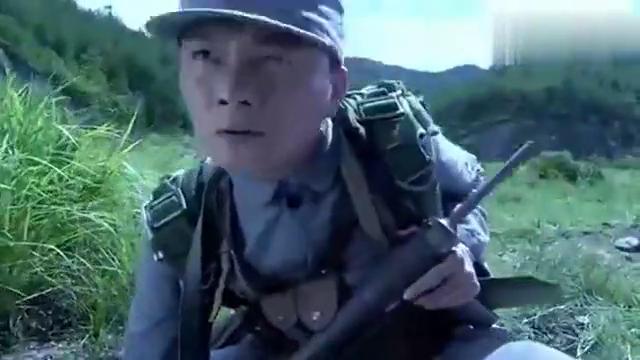 雪豹:日军特种兵跳伞,怎料伞兵摔死被八路找到