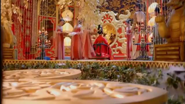 宠妃被封皇后盛装打扮,皇帝亲手帮她点妆,太美啦