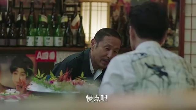 靳东热剧:靳东订婚宴黄了女主角没有出现袁泉酒吧买醉伤心落泪