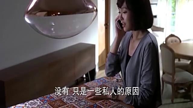 美女因为私人原因要搬家,打电话向房主解释原因