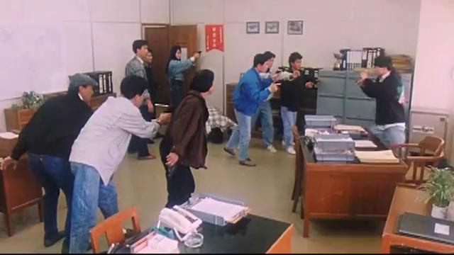 陈百祥以为宝石有魔法,结果就在警察局搞笑了,自带笑点的男人