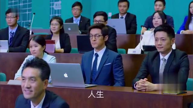 郑秋冬在MBA上课,遇到递名片的 你们就不能好好上课吗