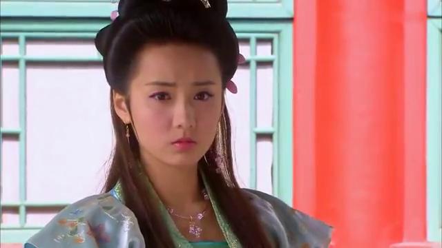 邵清姿偶遇土匪幸好袁放出手相救,袁放对她一见倾心被义父阻拦