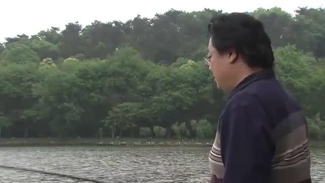 老总约朋友钓鱼,万万没想到朋友一番话,结果直接把他给气跑!