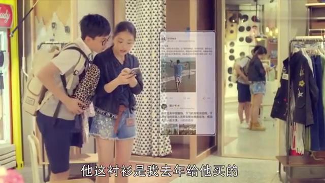 宠物店代安芬把王小米和马克在三亚拍的照片发到了社交网络上!