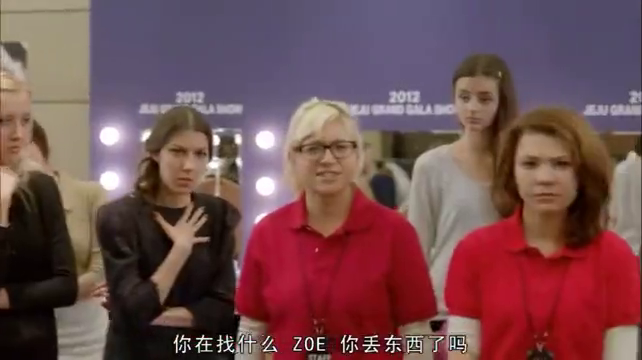 经典韩剧:秀妍凭拐杖声,人群中蹲地寻找小俊,上去就紧紧相拥!
