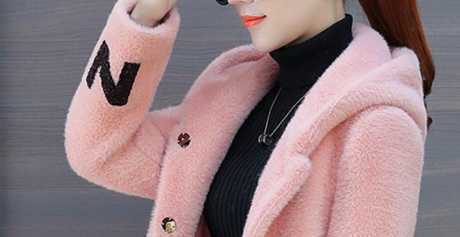 女人穷不穷,少穿大棉袄,貂绒外套+暖暖裤,风霜雨雪不发寒