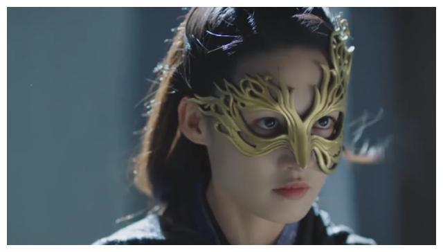 《锦绣南歌》:李沁上演帷幔间执剑刺杀,侠女造型简直A爆了