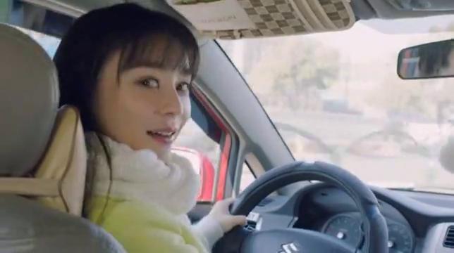 小姑娘一口流利的外语,和司机交流无障碍,老爸听懵了!