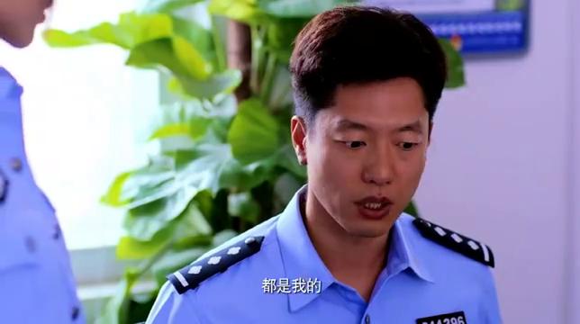 女警察一直穿警服,谁知一穿便装竟如此漂亮,同事们眼睛都看直了