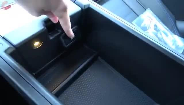 视频:2020款宝马M340i中控储物空间展示