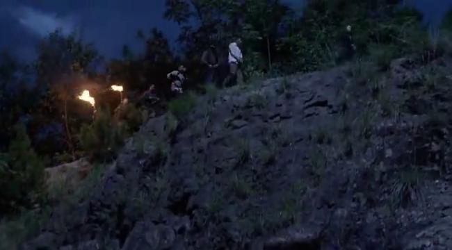 土匪二当家来到乱尸岗,为试验韩志鹏,看他如何解围