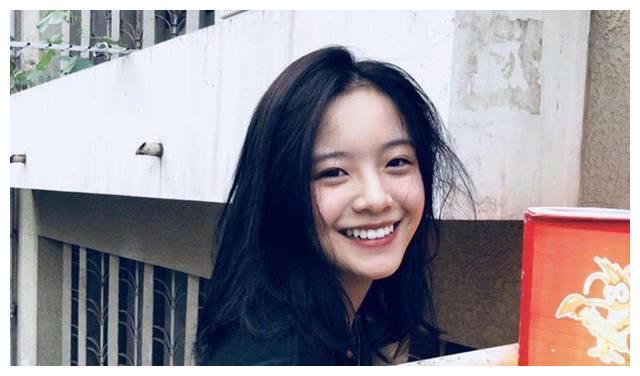 李庚希换下学生装,带来古装剧《花好月又圆》,期待她带来惊喜