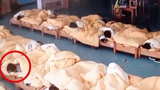 湖南一幼童在幼儿园睡午觉离奇死亡 监控拍下令人意外痛心一幕