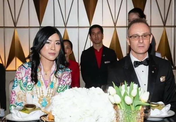 37岁不丹公主闪耀泰国!雪域美人惊艳亮相,被帅气驸马抢尽风头