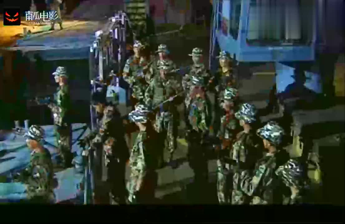 士兵突击:袁朗说三多受伤了,三多出现了,并击毙了敌人