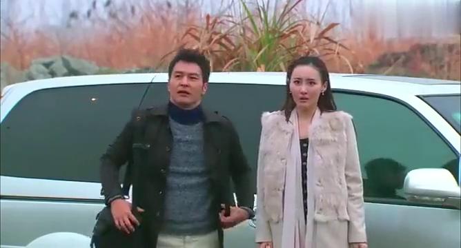 遇见王沥川:静文穿着高跟鞋爬山,特别不方便,总裁竟让她光脚