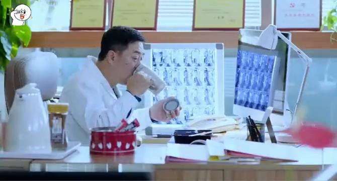 急诊科医生——急诊科来了一位新的同事,科里气氛不妙。