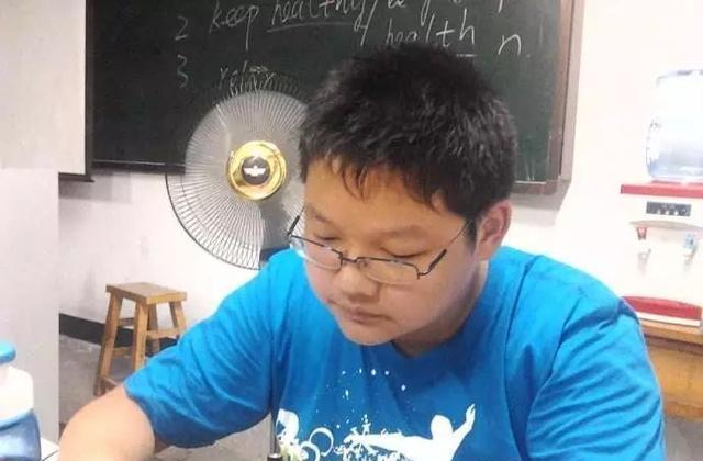 儿子要求父亲在徐州市买房,父亲在微信里秒回了一个字!