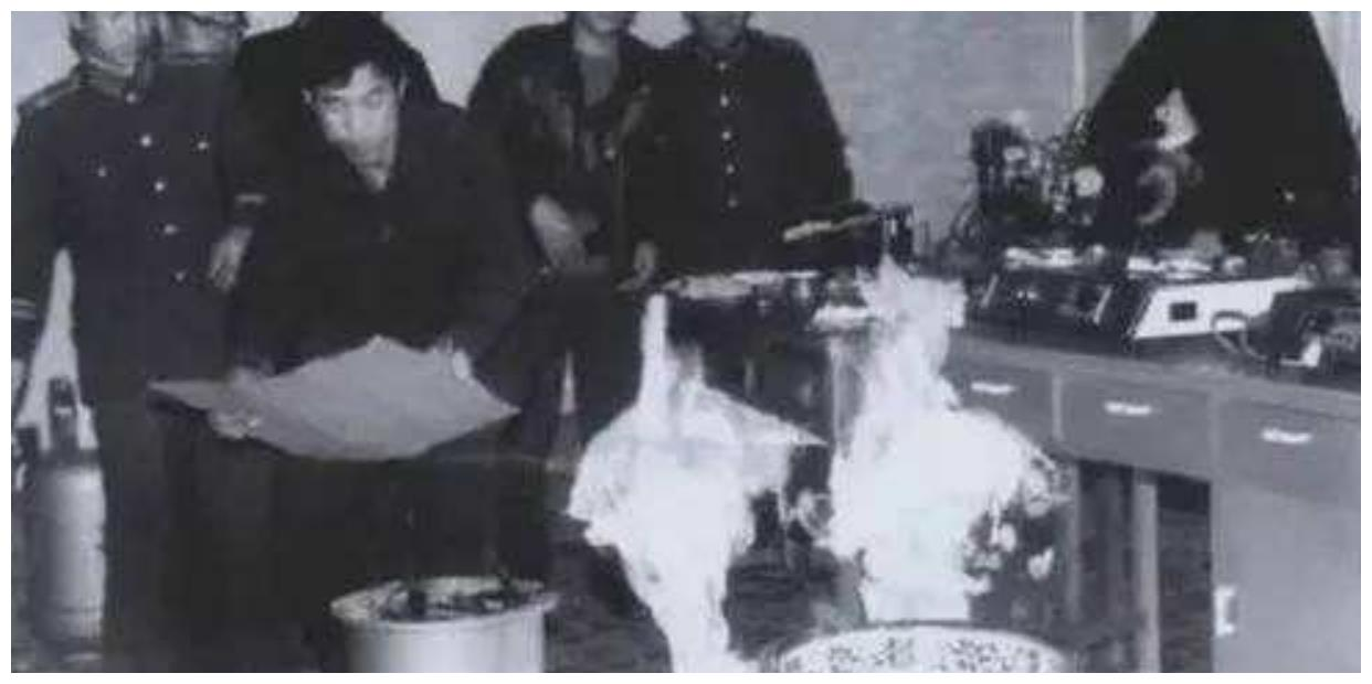 """新中国成立后最大骗局,一滴神秘液体让水变油,成""""第五大发明"""""""