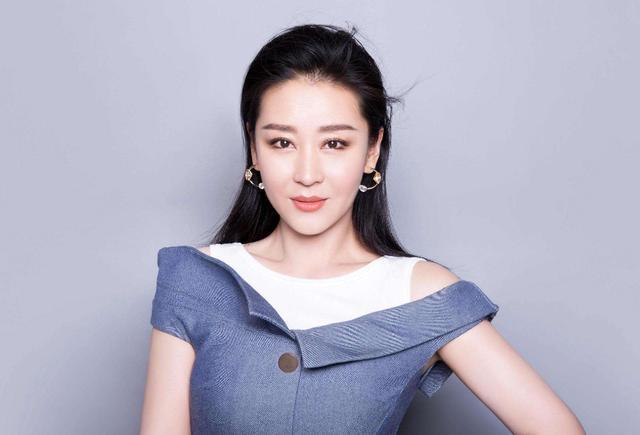 她因穆桂英走红,顺利嫁入豪门,被大21岁老公宠成小女人